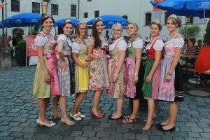 Fränkisches Weinfest und Fränkische Weinprinzessinen im Alter Hof München