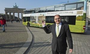 Bundesminister Schmidt wirbt mit Plakataktion für die ländlichen Räume Copyright: BMEL/photothek/Michael Gottschalk